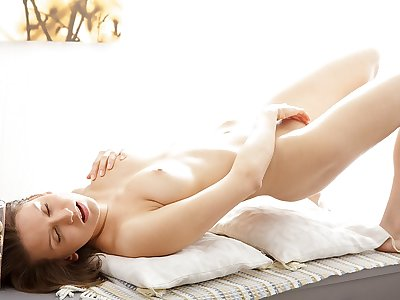 Aesthetician porn photograph shows a hottie masturbating